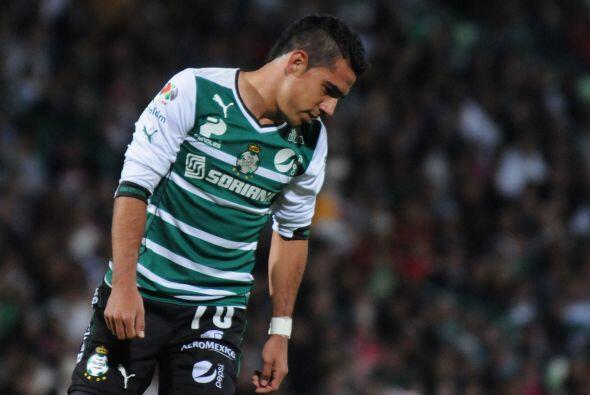Jesús Escoboza (7): El volante de Santos llegó con balón controlado al á...