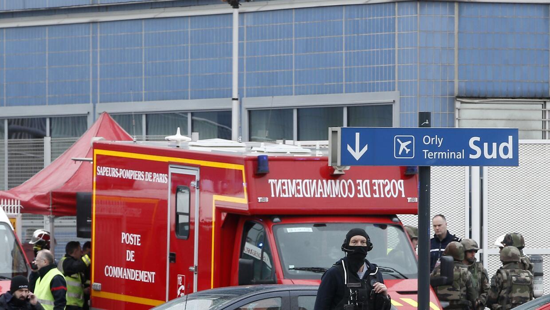 Dispositivo de emergencia en el aeropuerto parisino de Orly