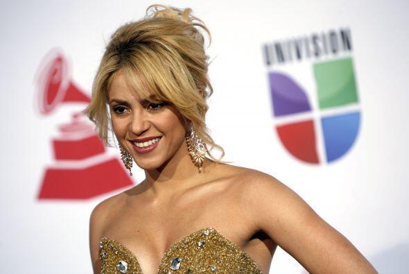 """La cantante Shakira creó su fundación """"Pies Descalzos"""", en 1997. La colo..."""