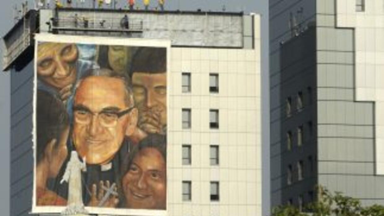 El Salvador se prepara con mantas y diversas figuras para la beatificaci...