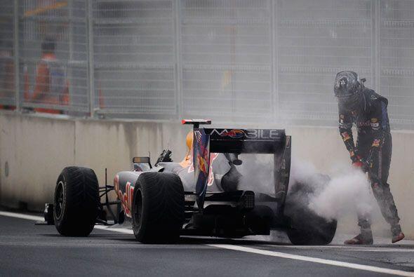Webber fue el primero de los dos pilotos de Reb Bull en abandonar la car...