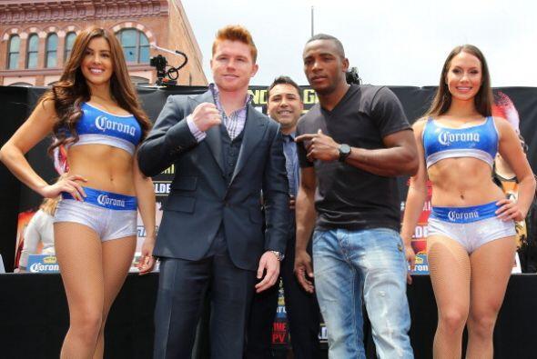 La mayoría de los aficionados que acudieron a ver a los boxeadores apoyó...