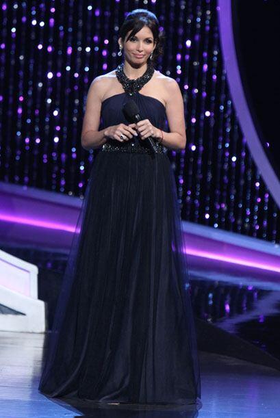 En esta gala de Nuestra Belleza Latina, Giselle usó un traje largo y neg...