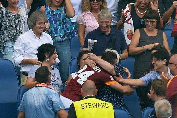 El jugador y su abuela no pudieron ocultar la emoción que sintieron al f...