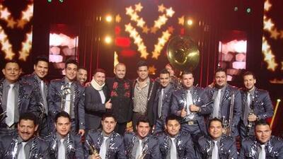 La Banda El Recodo y Miguel Bosé mezclaron sus talentos e hicieron una i...