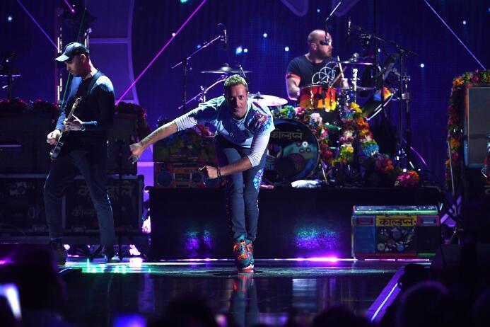 3. Coldplay (Grupo Musical) - ingresos por 88 millones de dólares en el...