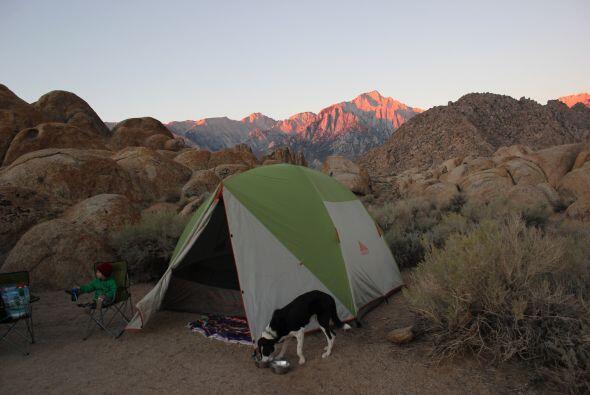 La pareja tiene una gran experiencia en escalar y acampar.