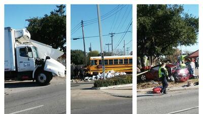 Reportan choque de autobús escolar en la IH35