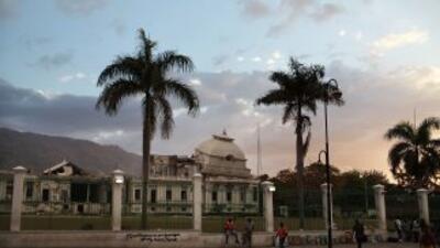 La sede de la Presidencia de Haití sigue entre ruinas después de más de...