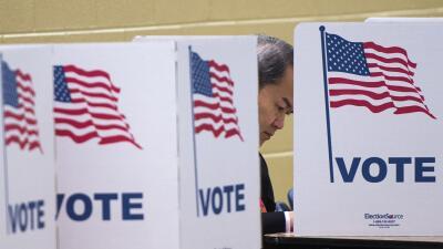 Un centro de votación en McLean, Virginia, durante la elección presidenc...