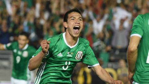 Hirving 'Chucky' Lozano celebra un gol con México