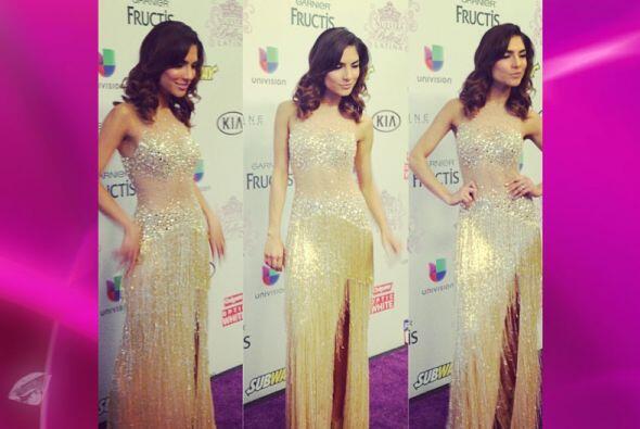 Los diseñadores son felices que Alejandra luzca sus vestidos.