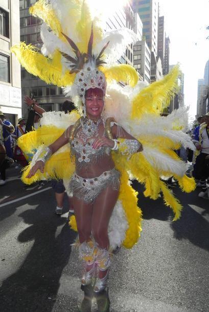 imágenes en el desfile de la Hispanidad b336314d5ec249eebacbf9e2499d6182...