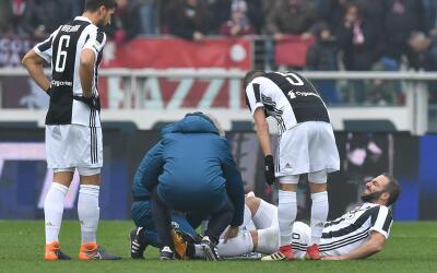 Higuaín se lesionó en el derbi ganado 1-0 por la Juventus...