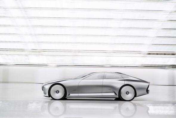 El Mercedes-Benz Concept IAA cuenta con la tecnología Car-to-X que permi...