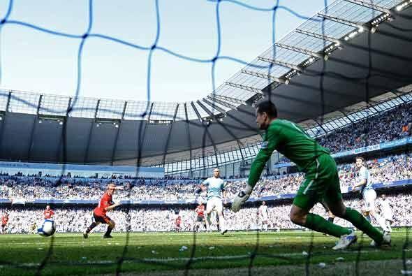 No alcanzó Shay Given y el balón se fue a las redes.