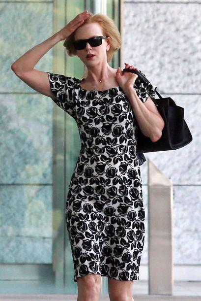 Nicole Kidman luchando para que el viento no la despeine. ¡Cuidado, coma...
