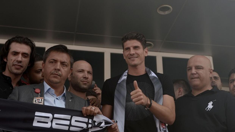 El atacante alemán se va a jugar a la Liga de Turquía