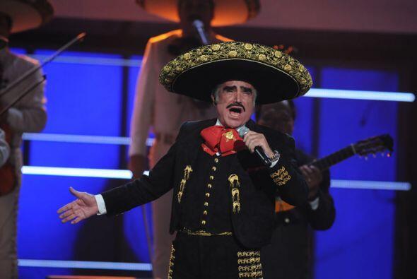 Vicente Fernández recbió el Premio a la Máxima Excelencia y aunque no de...