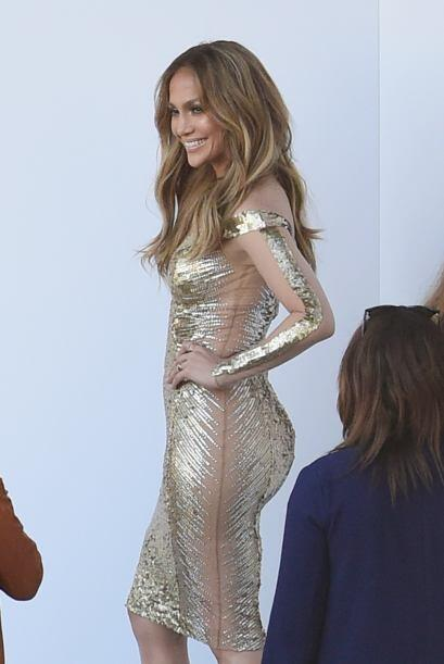 Ahora fue captada en un sexy vestido dorado.Mira aquí los videos más chi...
