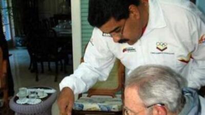 Maduro se reúne con Fidel Castro en Cuba.