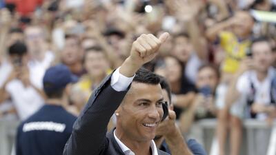 Cristiano Ronaldo desata locura en su llegada a Turín para su firma con Juventus