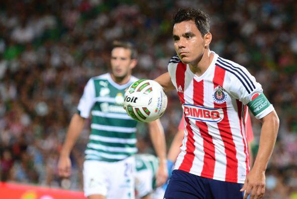Omar Bravo por más que lo buscó no consiguió anotar ese gol que le diera...