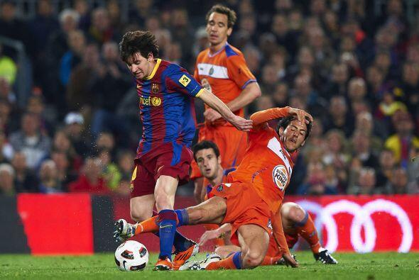 Messi tuvo que emplearse a fondo para dejar atrás a la defensa.