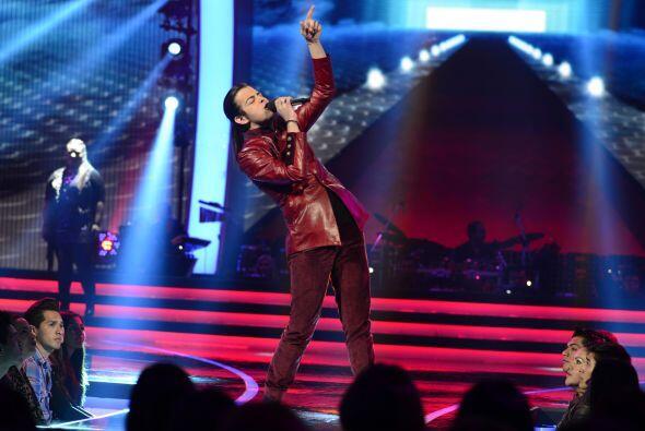 """Raúl hizo feliz a la cantante con """"Mírala, míralo""""."""