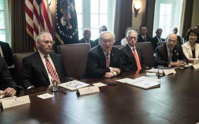 El presidente Donald Trump durante la primera reunión en pleno de...
