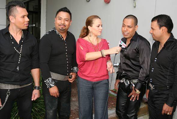 El grupo norteño le contó a la reportera Gina Ulmos como fueron sus inic...