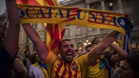 Partidarios de la independencia de Cataluña celebran el resultado...