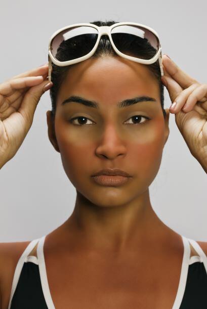 La piel bronceada sin motivo alguno se debe a un padecimiento conocido c...