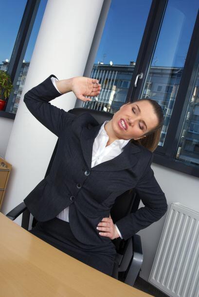 Una jornada en la oficina puede dejarnos agotadas y doloridas, con tensi...
