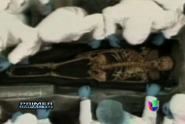 """¿LA MALDICI""""N DE BOLÍVAR?  En el año 2010, Hugo Chávez decidió exhumar e..."""