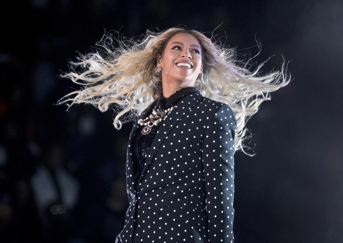 Beyonce en un concierto para apoyar la candidatura de Hillary Clinton en...