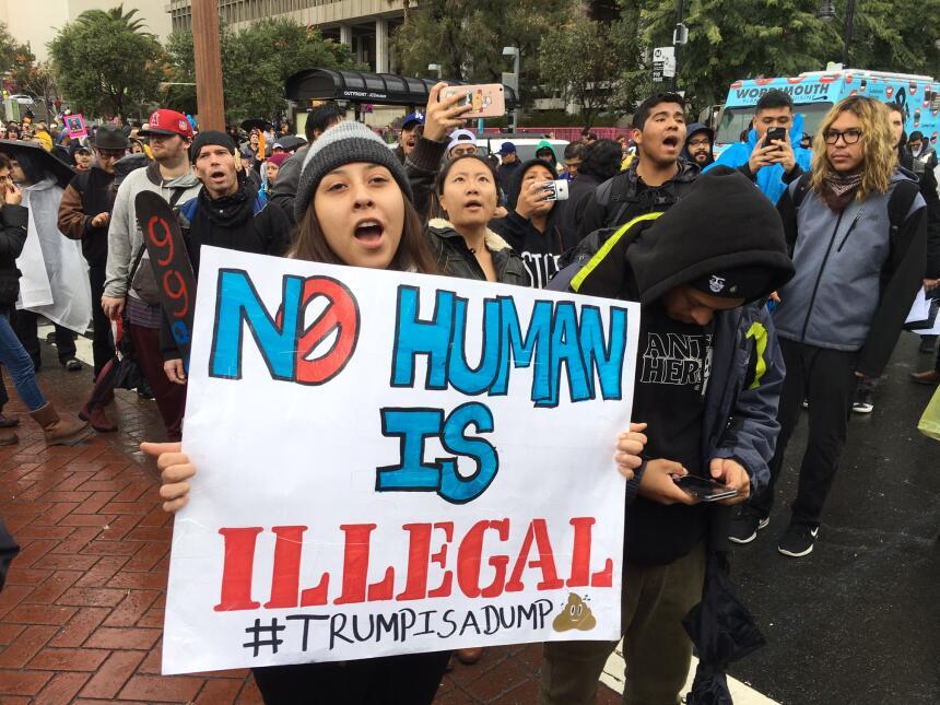Cientos de inmigrantes pidieron al nuevo presidente de Estados Unidos un...
