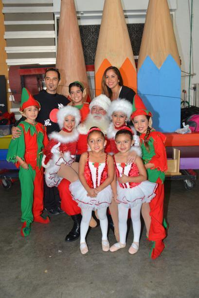 Los papás también compartieron un gran momento junto a Santa Claus.