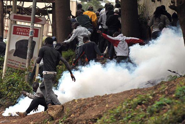 """Kenyatta subrayó que la toma del edificio se zanjó con """"cinco terrorista..."""
