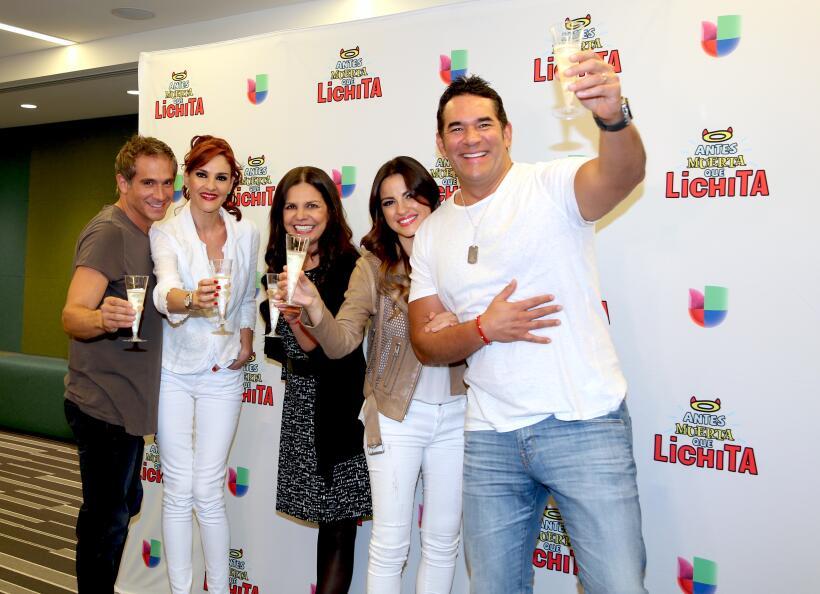 ¡Maite, Arath y Lalo brindan por 'Lichita'!