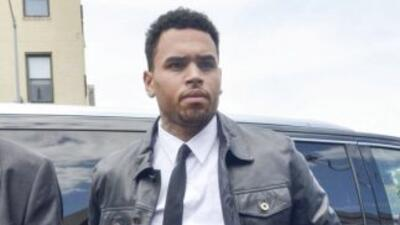 El cantante se presentó en la corte tras haber sido culpado de golpear a...