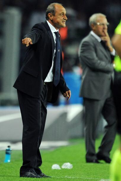 Mientras tanto, el técnico del Palermo Delio Rossi no se conformaba con...