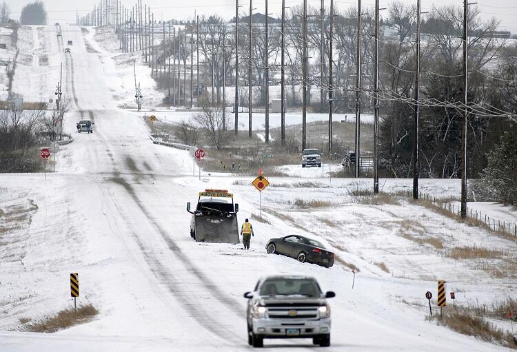 Tormenta invernal cubre de nieve medio oeste de Estados Unidos
