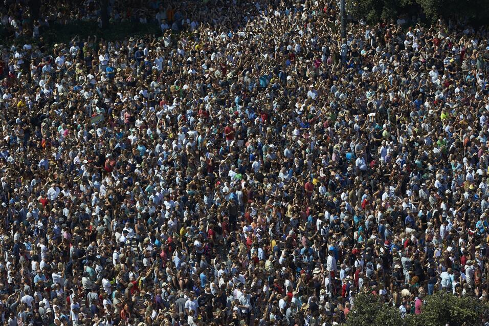 Los ciudadanos de Barcelona, con presencia del Rey de España en p...
