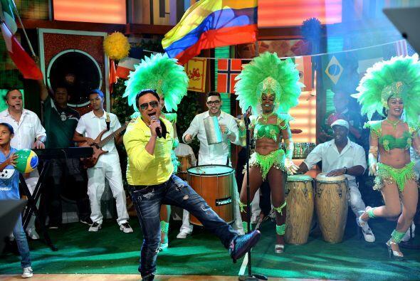 Elvis Crespo nos deleitó con una canción con todo el espíritu brasileño.