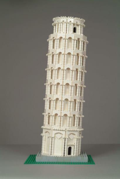 También la Torre inclinada de Pisa que es el campanario de la catedral d...