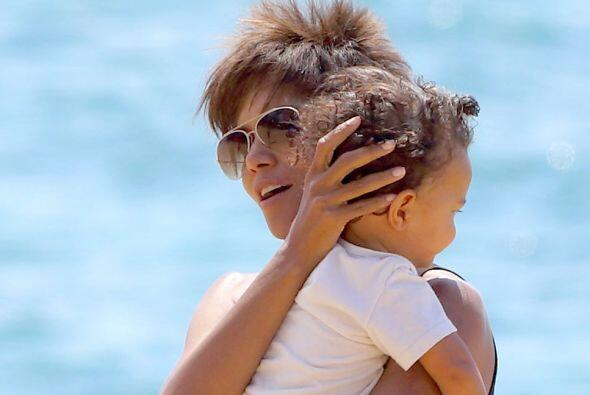 Halle Berry se fue de vacaciones en Hawaii el verano pasado.