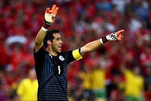 Claudio Bravo, fue pieza fundamental para que Chile lograra el pase a Oc...
