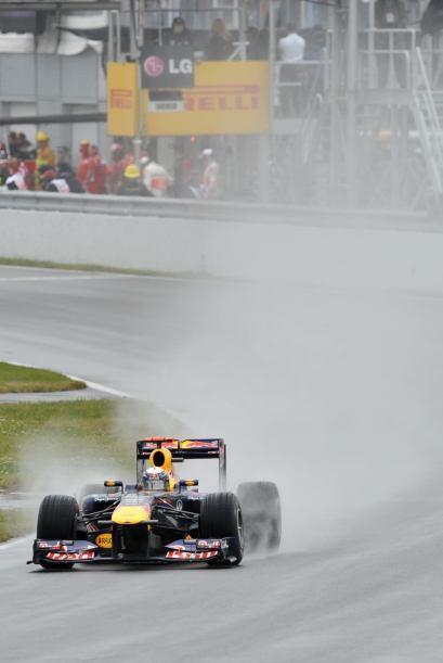 Después de ser suspendido durante casi dos horas por lluvia, el GP de Mo...
