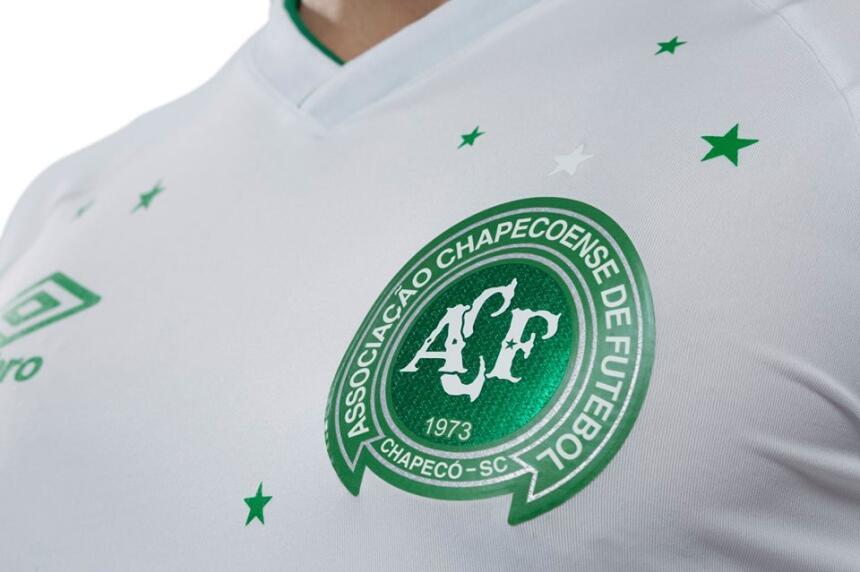 La nueva del Chapecoense y otras hermosas playeras conmemorativas del fú...